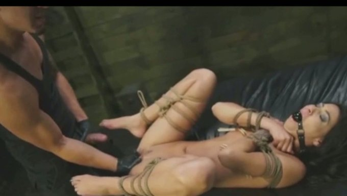 Hot Nude Photos Footjob muscle drilled sexy