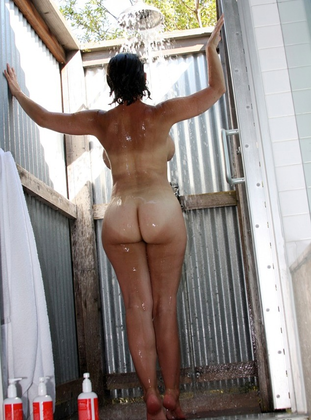 chubby booty outdoor Housewife big