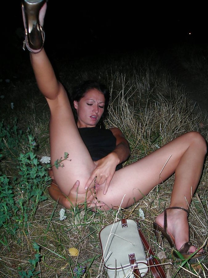 amateur Bukkake woman outdoor