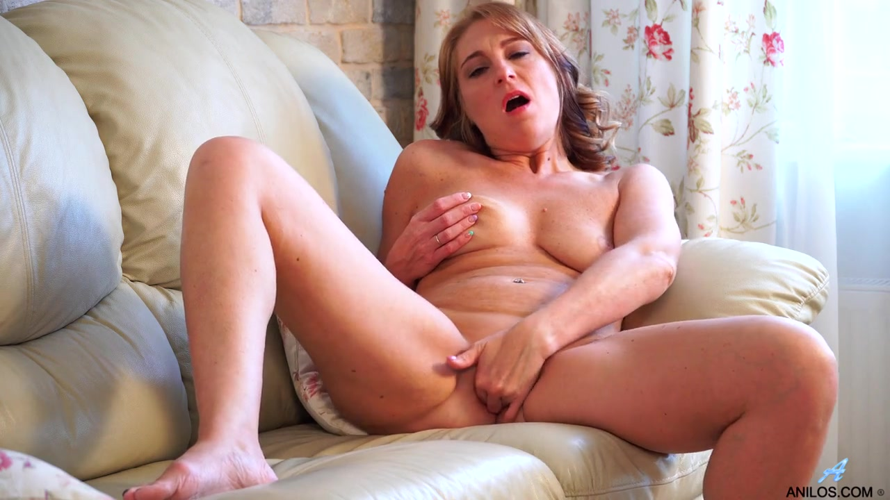 Glamour outdoor POV ts