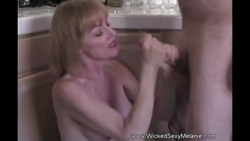 off fisting Jerking squirt mom