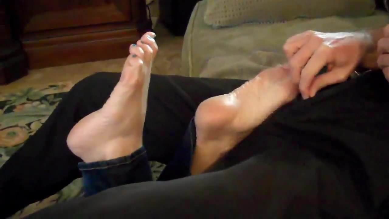 shared dyke Mom footjob